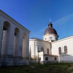 Острог. Успенський костьол та Воскресенська церква