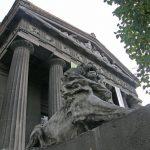 Национальный художественный музей и гетера Фрина на доме Исерлиса