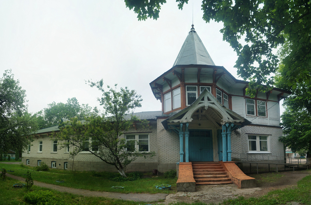 Кмитів. Маєток Сумовських та музей радянського мистецтва