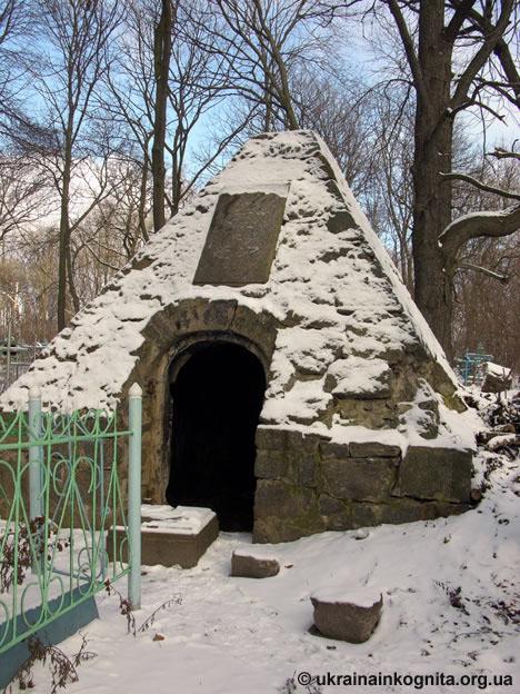 Склепи на польському цвинтарі