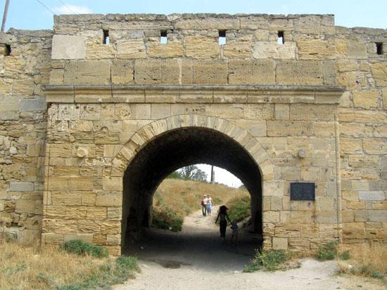 Брама фортеці Єні-Кале