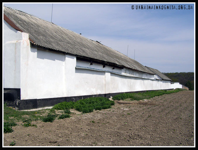Монастирські мури