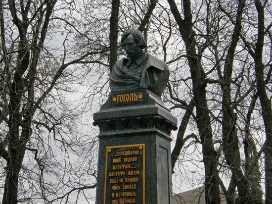 Нежин. Памятник Н.В.Гоголю