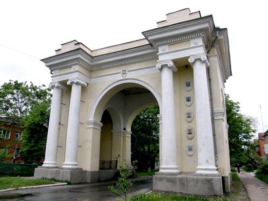 Новгород-Северский. Триумфальная арка