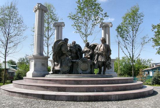 Батурин. Памятник гетьманам
