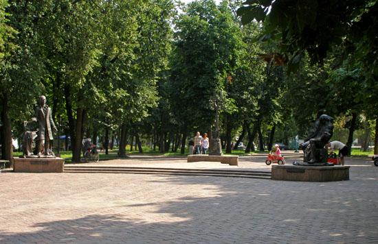 Глухов. Памятники Бортнянскому и Березовскому