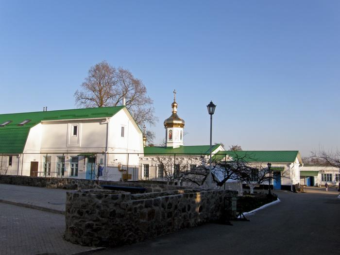 Полтавський Хрестовоздвиженський монастир. Семенівська церква