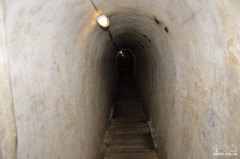 Вузький тунель