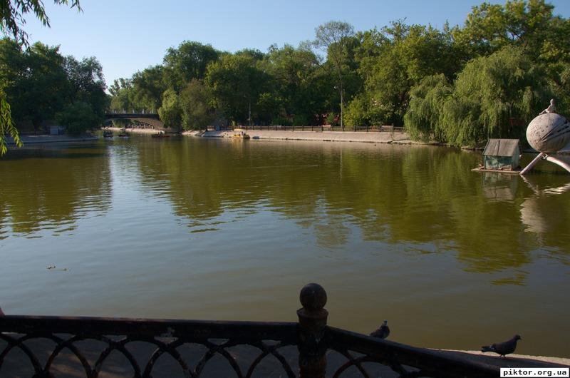Озеро в парку Глоби