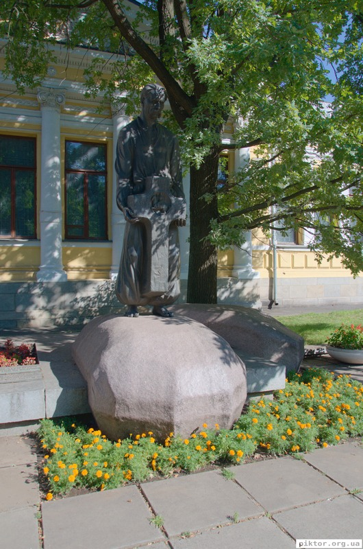 Пам'ятник Яворницькому